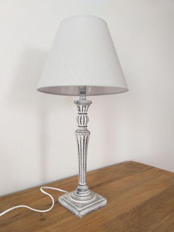 Szara lampka stołowa