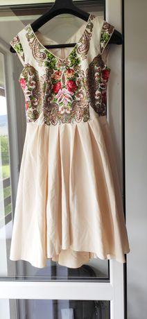 Sukienka z motywem góralskim