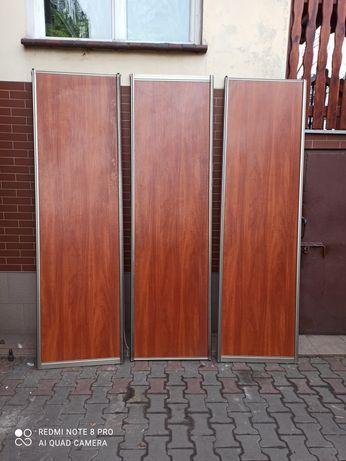 Drzwi przesuwne do szafy zabudowanej