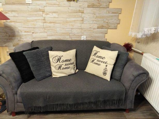 Sprzedam sofę bez funkcji spania.
