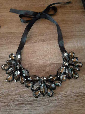Varios colares de senhora