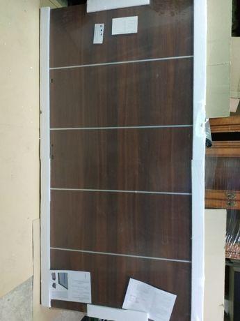 Nowe drzwi wewnątrz klatkowe Solid firmy DRE 100 prawe