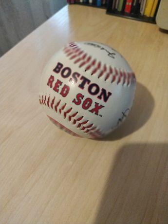 Бейсбольний м'яч команди Boston Red Sox