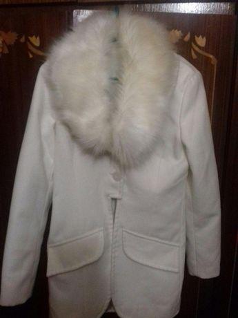 Внимание!Не пропусти!!!Акция!!Белое пальто с воротником.Отличная вещь!