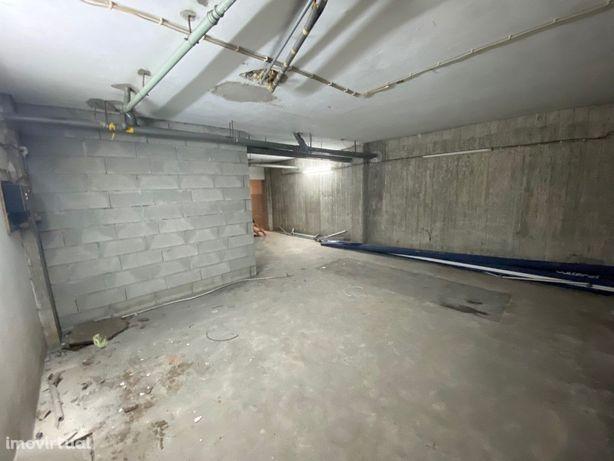 Garagem/Armazém Coberta 4 Veículos Arcos de Valdevez