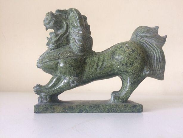 Leão em pedra maciça com 2kg