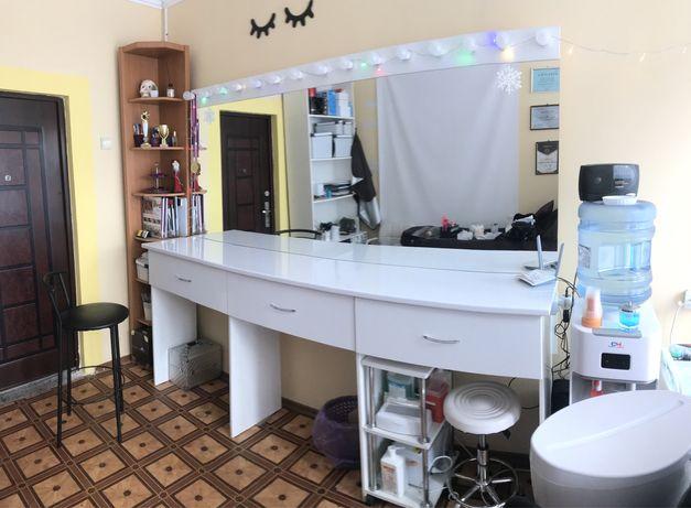 Продам стол, трюмо, визажный стол,для бровиста, для мастера