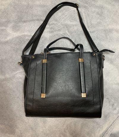 Czarna torebka na ramie lub do ręki