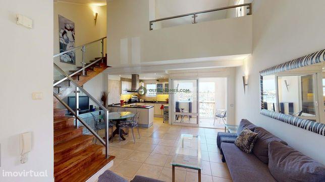 Apartamento duplex deslumbrante com vista gloriosa pela marina de Vila