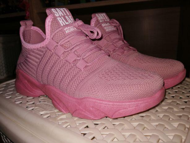 Sprzedam różowe buty sportowe