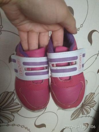 Кроссовки на дівчинку