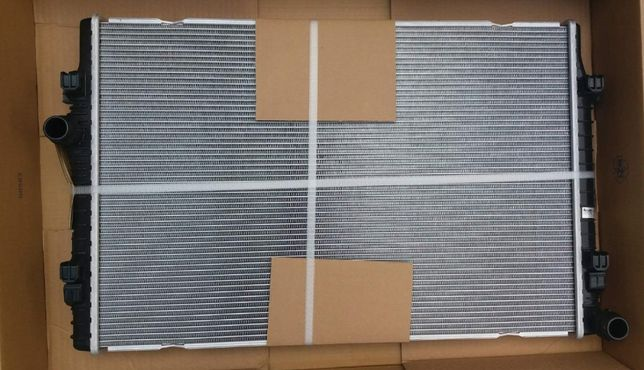Радиатор охлаждения Audi A3 Q3 12- VW Golf 7 13- Passat USA Радіатор