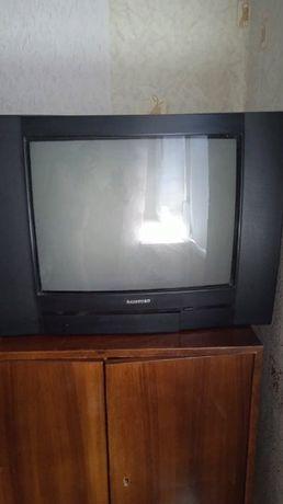 Продам телевизор 600 гр.