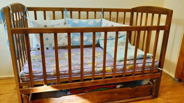 Дитяче ліжечко-гойдалка +матрац, ковдра з подушкою і 2 постільних