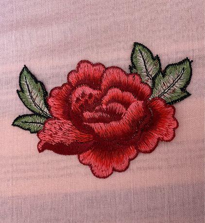 Aplique / Emblema bordado Rosa Vermelha
