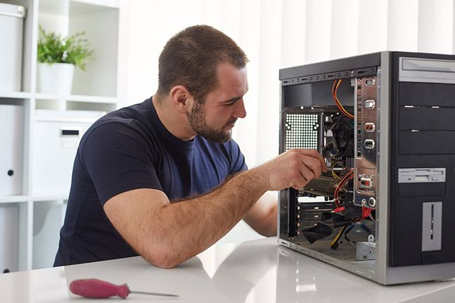 Профессиональный мастер по ремонту компьютеров