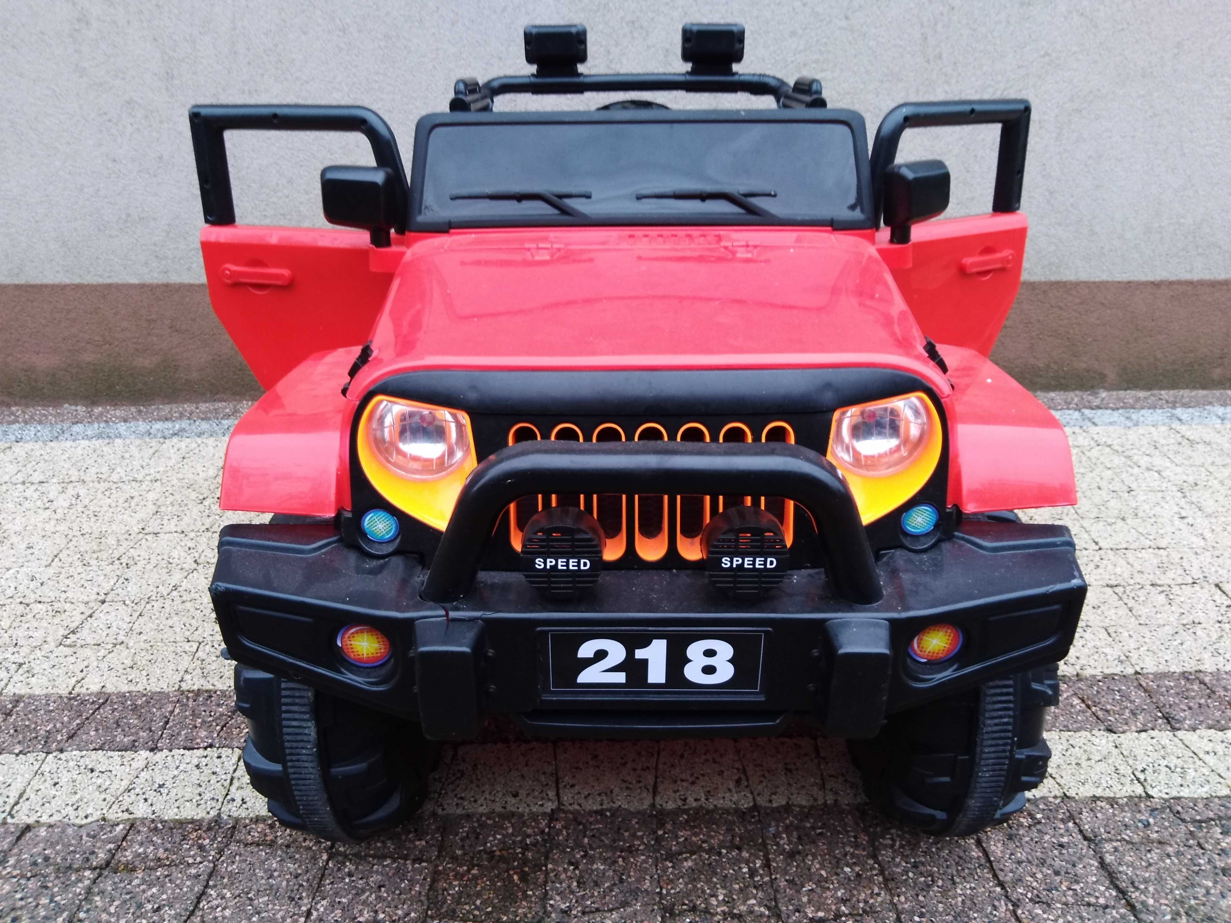 duży jeep 4x4  auto na akumulator+ bujak