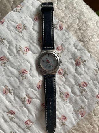 Relógio swatch com bracelete em pele
