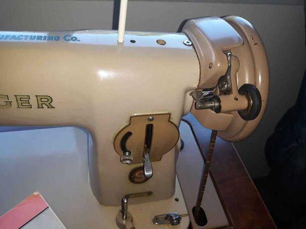 Maquina de Costura Singer 191 M com Móvel