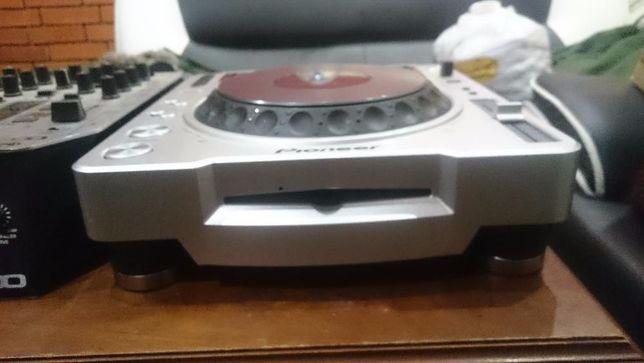 Pioneer CDJ 800 + CDJ 200