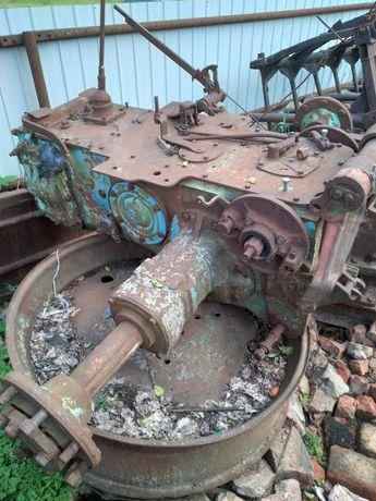 Задний мост и двигатель ЮМЗ трактора