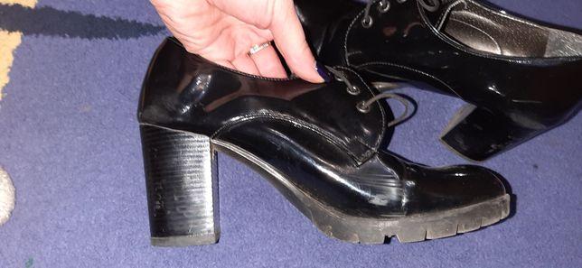 Туфлі,напівботи лакові