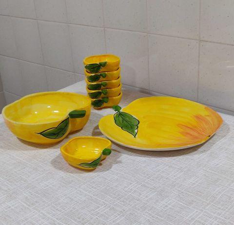 Loiça para sobremesa em cerâmica pintada á mão.