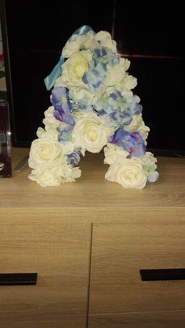 Litery z kwiatów A i M Stroik