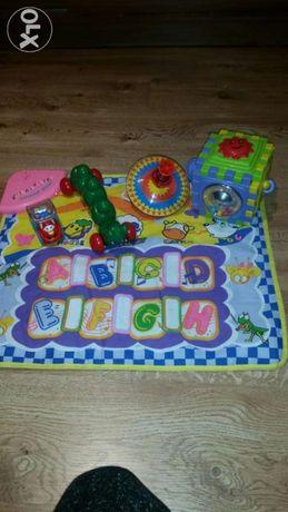 Mata interaktywna plus zabawki edukacyjne