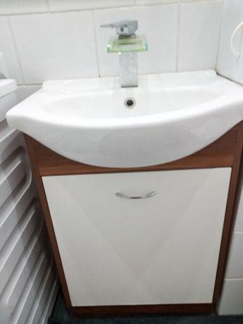 Szafka z umywalką i kranem + półka ścienna z lustrem