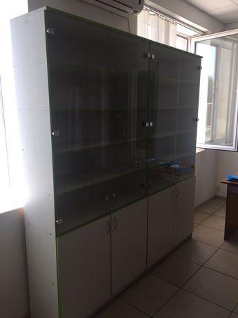 Витринные шкафы для магазина или офиса