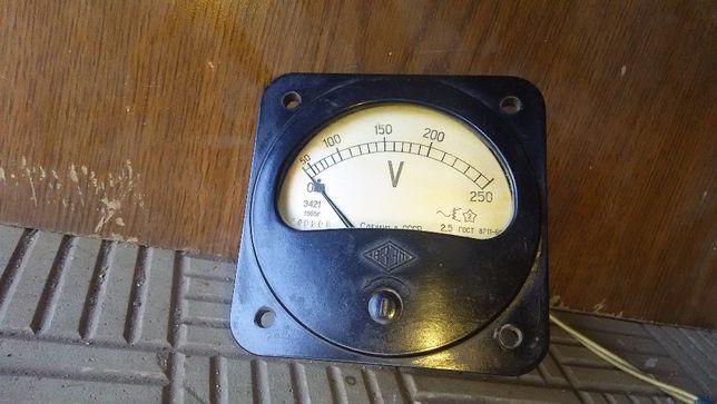 Новый вольтметр СССР 1965г 0-250V Э421прибор измерительный
