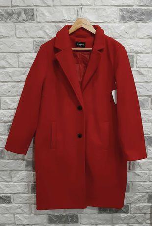 Красное классическое пальто