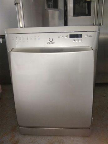 Máquina de lavar louça Indesit inox