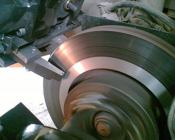 Проточка дисков, замена колодок барабанов тормозных, проверка биения