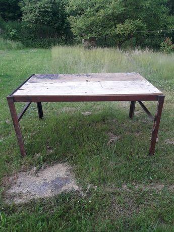 Metalowy stół na warsztat
