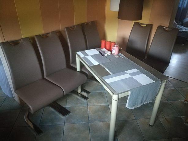 Stół kuchenny z krzesłami