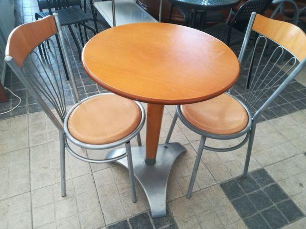 ACM715 - Mesas e Cadeiras