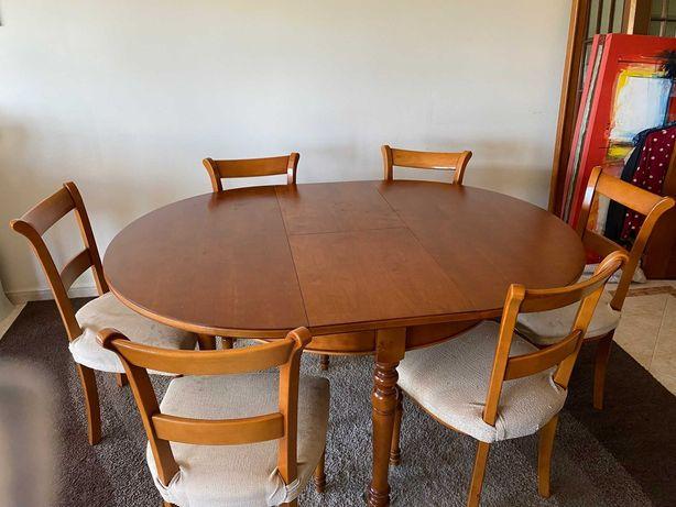 Conjunto de Mesa e Cadeiras de Sala em Cerejeira