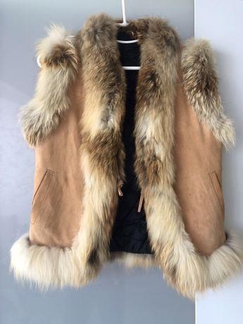 Продам жилетку из замши и натурального меха лисы. Размер S.