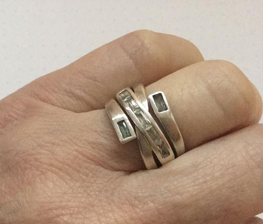 Srebrny pierścionek - przeplatana obrączka