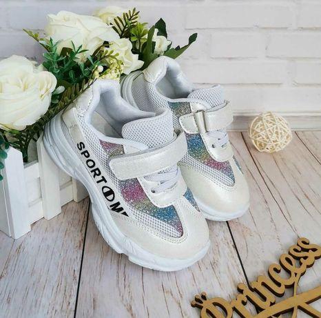 Продаю дівчачі кросівки