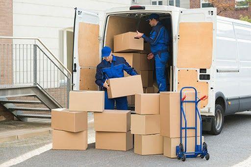 Transport przeprowadzki , przewóz rzeczy