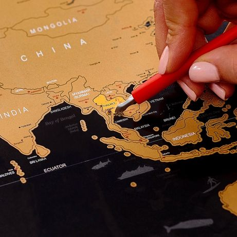 Скретч карта мира в рамке на подарок любимым