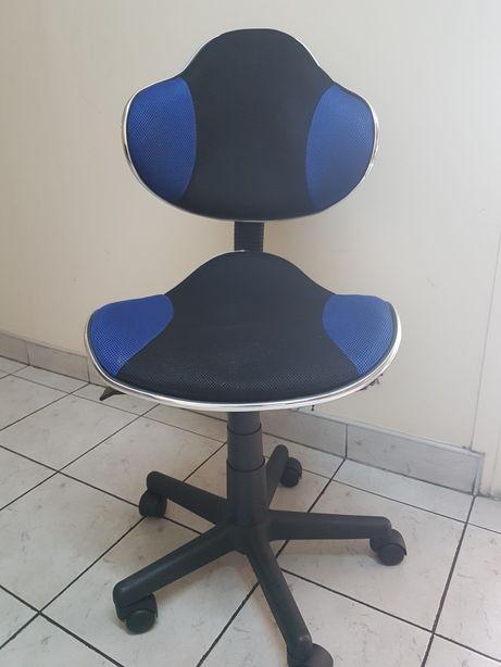 Krzesło młodzieżowe do biurka koloru niebieskiego