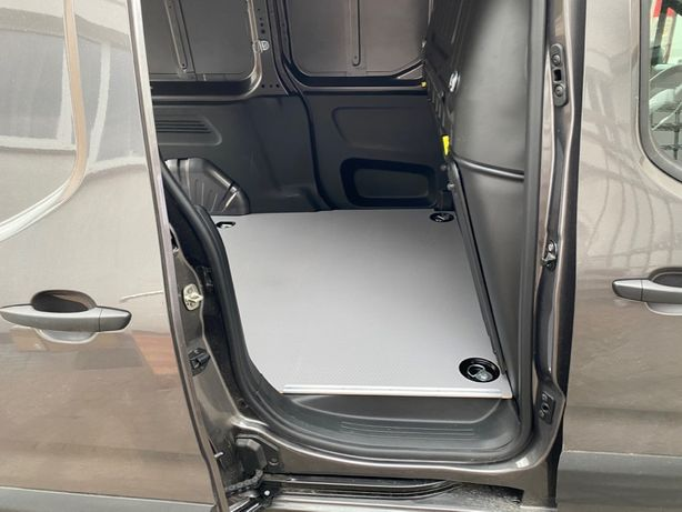 Opel Combo, zabudowa busa, podłoga