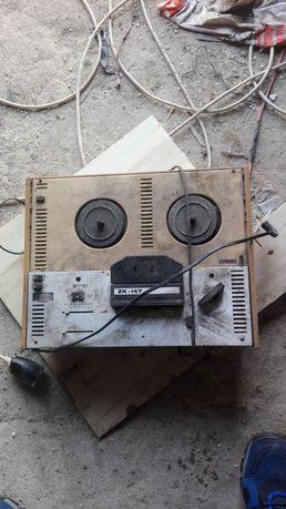 Stary magnetofon szpulowy