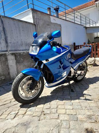 Honda vfr 750 F rc24 1⁰ modelo