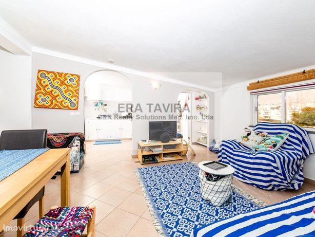 Apartamento T4 rec��m renovado composto por três quartos ...
