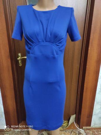 Продам приталенного фасона платье  42-44